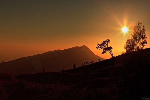 Sunrise at Mt Rinjani pos 3