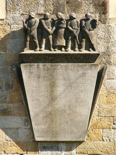 Erschrecken am Kriegerdenkmal Cossebaude 015