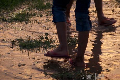 street urban water sonora kids mexico calle lluvia nogales olympus zuiko ninos zd40150mm e410