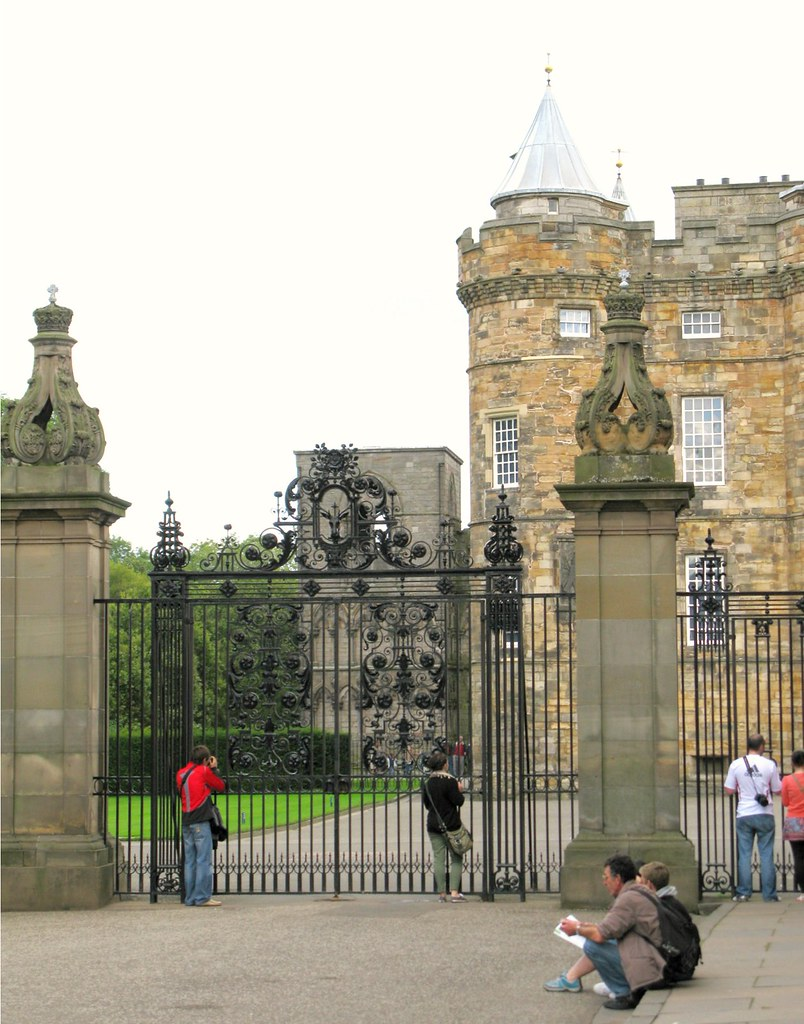 Holyrood Palace, Edinburgh. | Emma Lamb