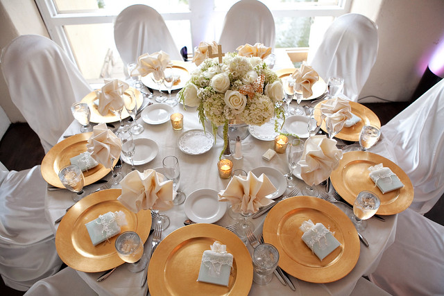 Very Best White and Gold Table Setting 500 x 333 · 154 kB · jpeg