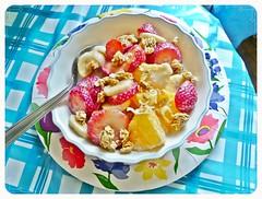 produce(0.0), muesli(0.0), breakfast cereal(1.0), meal(1.0), breakfast(1.0), fruit(1.0), food(1.0), dish(1.0), cuisine(1.0),