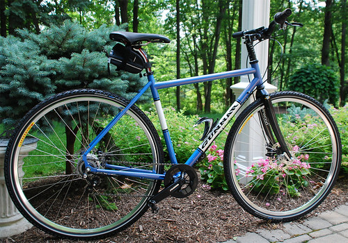 <p>Gunnar owner Steve's Fastlane is outfitted with a SRAM i-Motion.  To keep things simple, he installed a Paul's chain tensioner on the derailleur tab.  Easy and adaptable.  Painted Magic Blue with White Panels.  61597</p>