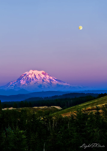 sunset moon landscape washington pacificnorthwest bluehour mtrainier puyallup stevenlamar lightfxstudio