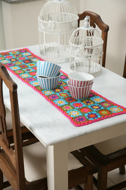 camino florido dieño y realizacion:Mariana Guerra,para revista Decohogar crochet ed.Evia,Fotos:Luciano Becchia