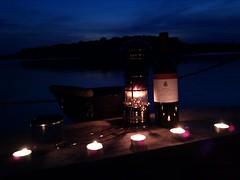 #flaschewein mit Teelichtern grüßt #tassebier vom Floß ;)