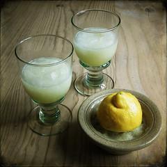 plant(0.0), produce(0.0), alcoholic beverage(0.0), citrus(1.0), lemon(1.0), distilled beverage(1.0), liqueur(1.0), fruit(1.0), food(1.0), lemonade(1.0), drink(1.0), cocktail(1.0),