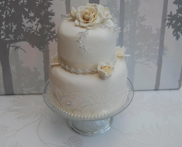 VINTAGE WEDDING CAKE LACE