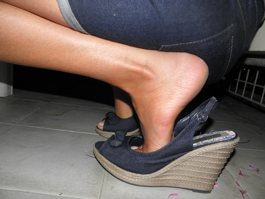 Candid Low Dipping High Heel Shoes