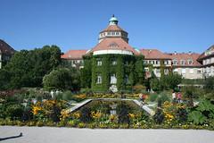 Hauptgebäude & Seerosenteich - Botanischer Garten München