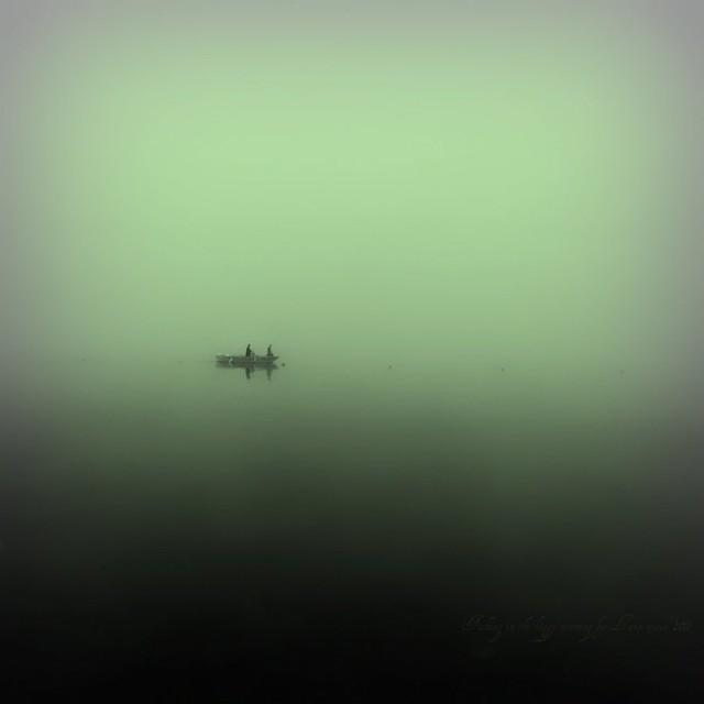 Pêche matinale dans la brume