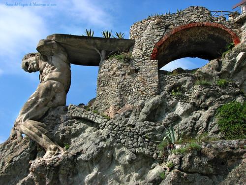 Statua del gigante o di nettuno a Monterosso al mare - Liguria