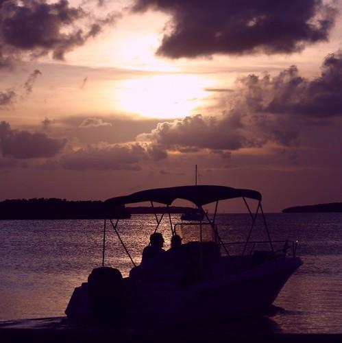 sunset summer gulfofmexico nature silhouette boat colorful warm unitedstates florida dramatic bayside sailboats cloudscape floridakeys southflorida floridabay sunsetcruise nobreeze islandchain boatsilhouette loreleirestaurant milemarker821
