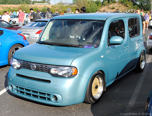 blue nissan cube stance mesh gold rim wheels