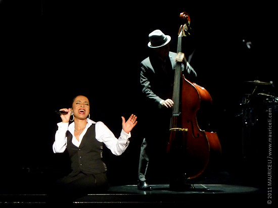 Sade - 11. Still in Love with you - Full Paris Live