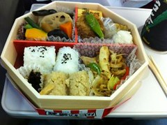 bento(0.0), meal(1.0), lunch(1.0), ekiben(1.0), makunouchi(1.0), food(1.0), dish(1.0), cuisine(1.0),