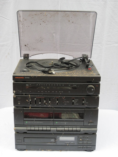 172500474496 in addition MemorexMicroSystemAMFMSlotCDPlayerStereoMX4100Speakers besides View together with 48484133464246124 additionally Memorex Boom Box 14 117. on memorex cd player