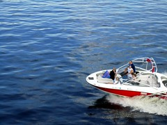 sailing(0.0), dinghy(0.0), sailing(0.0), f1 powerboat racing(0.0), inflatable boat(0.0), vehicle(1.0), skiff(1.0), powerboating(1.0), boating(1.0), motorboat(1.0), watercraft(1.0), boat(1.0),