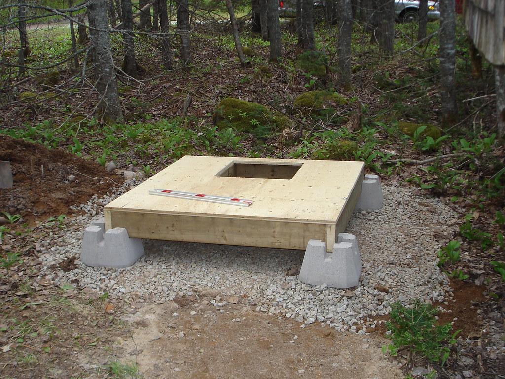 Фундамент для туалета на даче своими руками видео