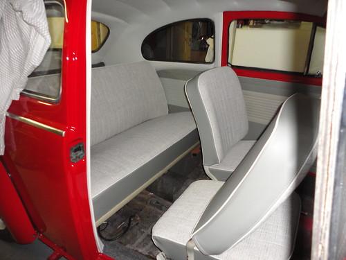 Interieur restauratie volkswagen kever 1960 dominique for Auto interieur bekleden