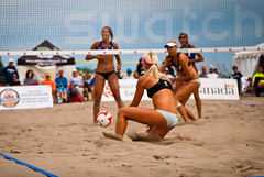 rugby union(0.0), beach handball(0.0), volleyball player(1.0), ball over a net games(1.0), volleyball(1.0), sports(1.0), competition event(1.0), team sport(1.0), ball game(1.0), beach volleyball(1.0), athlete(1.0),