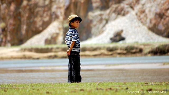 A kid at Phandar watching Anglers.
