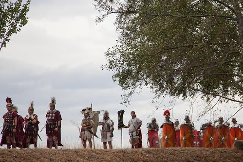 As lexións agardan para cruzar o río
