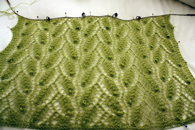 New shawl: Leaves and nupps