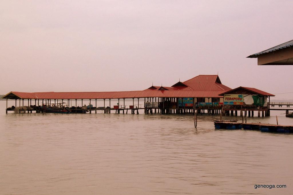 Restoran Terapung di Pulau Aman