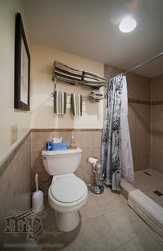 Acadia Valley B&B: Washroom