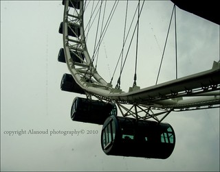 "Give each day the chance to become the most beautiful in all your life  ""Singapore Flyer"""