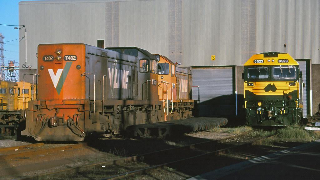 T402, G523 at Dynon by michaelgreenhill