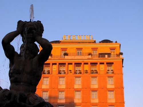 Piazza Barberini y Fontana del Tritone by Miradas Compartidas