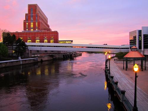 sunset water river evening downtown cloudy michigan lansing grandriver