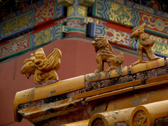 Dragon and demon roof guardians | Traditional dragon and dem ...