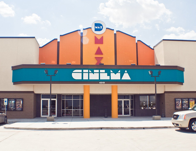 Locate your nearest Santikos Entertainment Movie Theatre to find the latest showtimes and cinema listings within your area of San Antonio, TX.