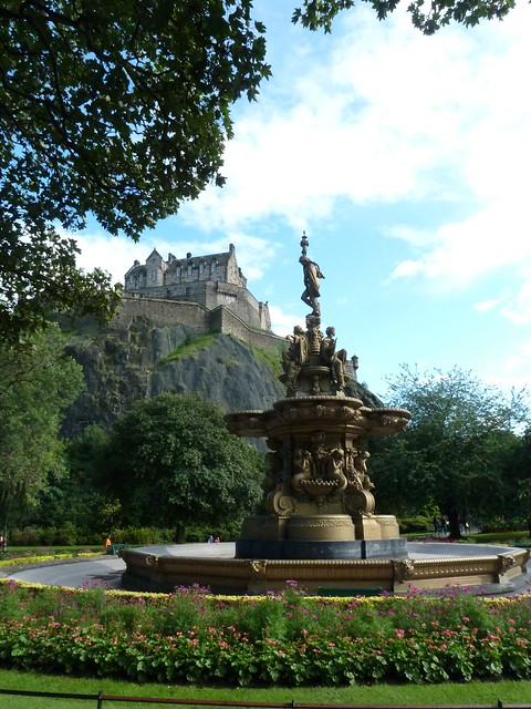 Edinburgh Castle and fountain in Princes Street Gardens 2