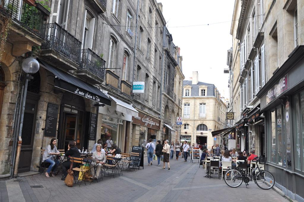 http://hojeconhecemos.blogspot.com.es/2011/04/rue-des-remparts-bordeus-franca.html
