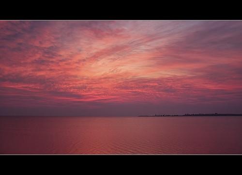 pink red sea sky mer seascape canada beach water rose sunrise rouge bay soleil purple cottage violet nb atlantic newbrunswick ciel cape pointe plage maritimes baie shediac levé chene pointeduchene diamondclassphotographer flickrdiamond dmslair