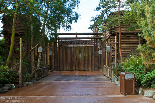 DLP June 2011 - The Frontierland Entrance