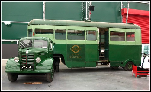 London transport 702B JXC2 Bedford /Scammell staff canteen
