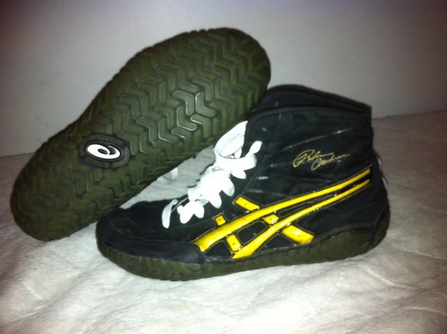 black and gold asics rulon wrestling shoes
