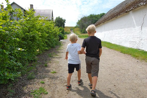 Jack och Kalle på väg till Ale Stenar