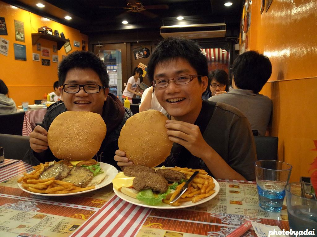 2011.11.22 FeedMe美式餐廳員林店_仕杰和我_GRD4