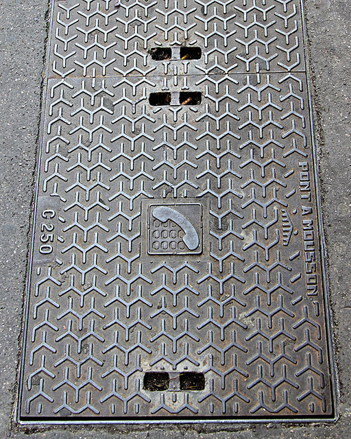 Chevron pattern on a French manhole cover