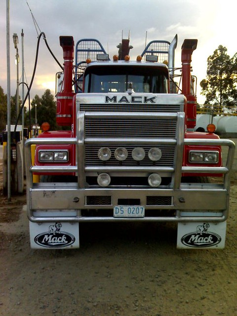 V8 Mack Superliner http://www.flickr.com/photos/sydney_heavy_towing_grstowing/6216815120/