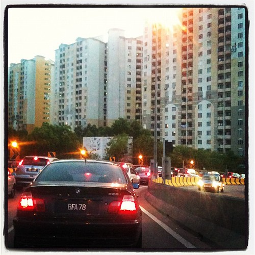 This is call traffic congestion. It's the time when everyone go back from school and work. #trafficjam #Malaysia #road #car #Asia #evening #congestion #traffic