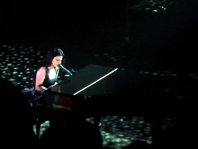 amy lee playing piano