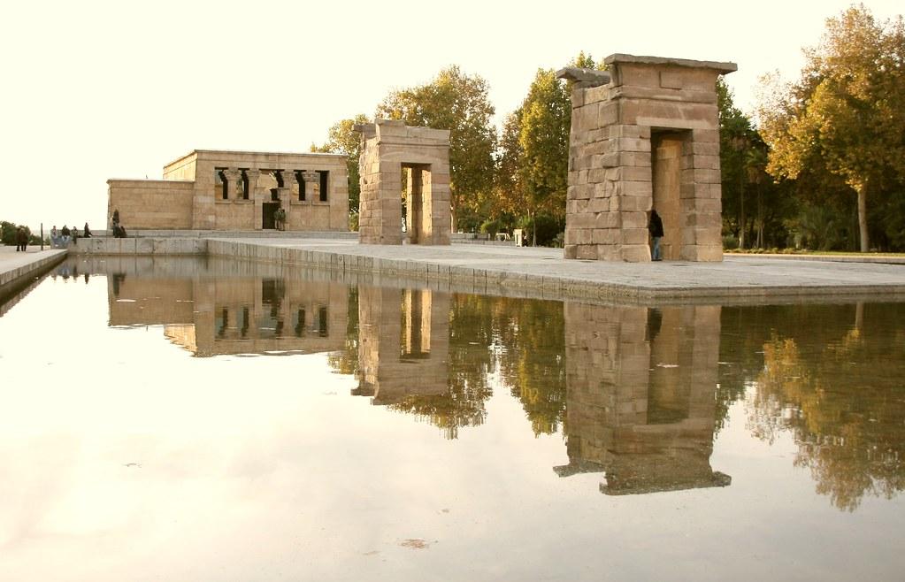 Reflejos en templo de Debod
