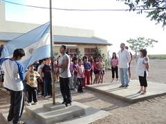 bien alta la bandera argentina. 08.00 am